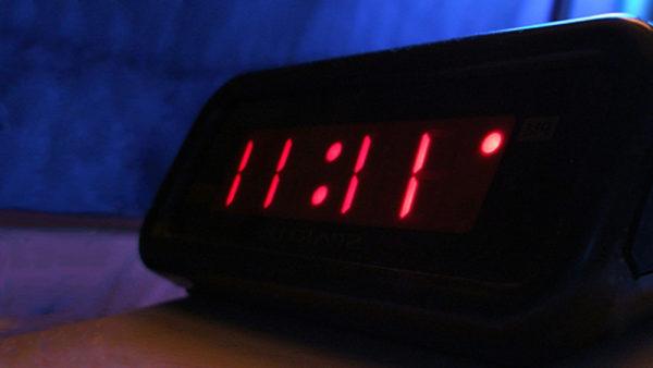 d couvrez la signification de cette heure miroir nigmatique les chroniques d 39 arcturius. Black Bedroom Furniture Sets. Home Design Ideas