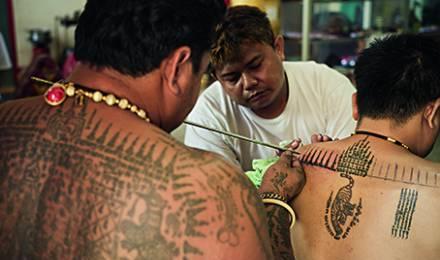 Thaïlande – L'art rituel des moines tatoueurs