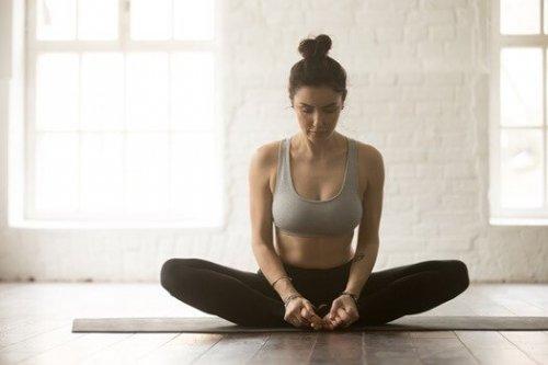 6 postures de yoga pour calmer le mal de dos les chroniques d 39 arcturius. Black Bedroom Furniture Sets. Home Design Ideas