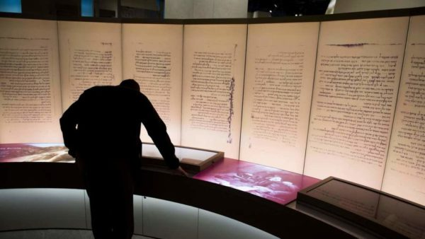 Des fragments des manuscrits de la mer Morte étaient des faux
