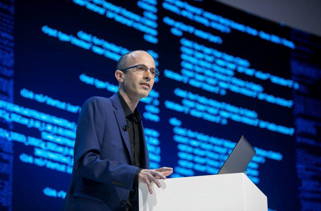 Le penseur Israélien Yuval Harari prophétise le « hacking des cerveaux » et l'érosion de la démocratie
