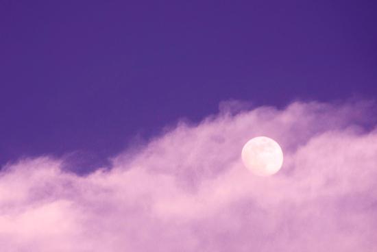 La pleine lune en balance d'avril perturbera les émotions de tout le monde