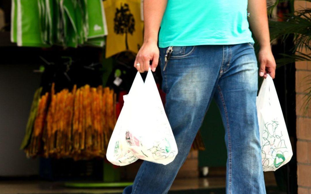 Une arnaque… Les sacs dits « biodégradables » ne le sont pas vraiment