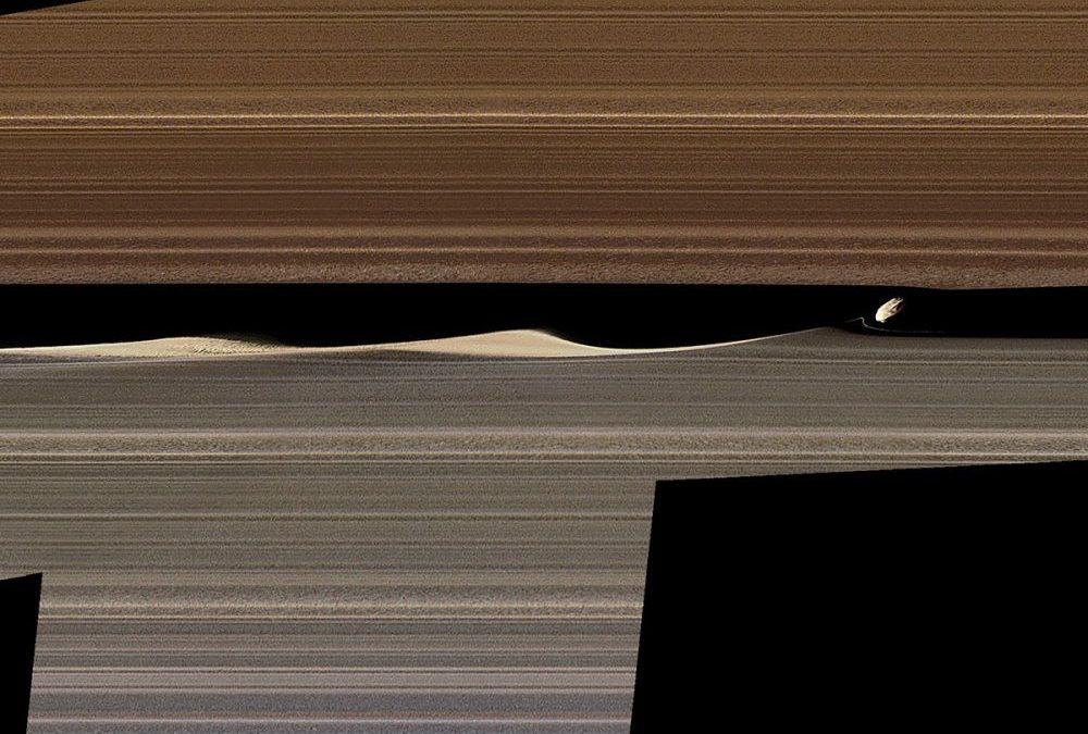 Une lune qui forme des vagues dans les anneaux de Saturne