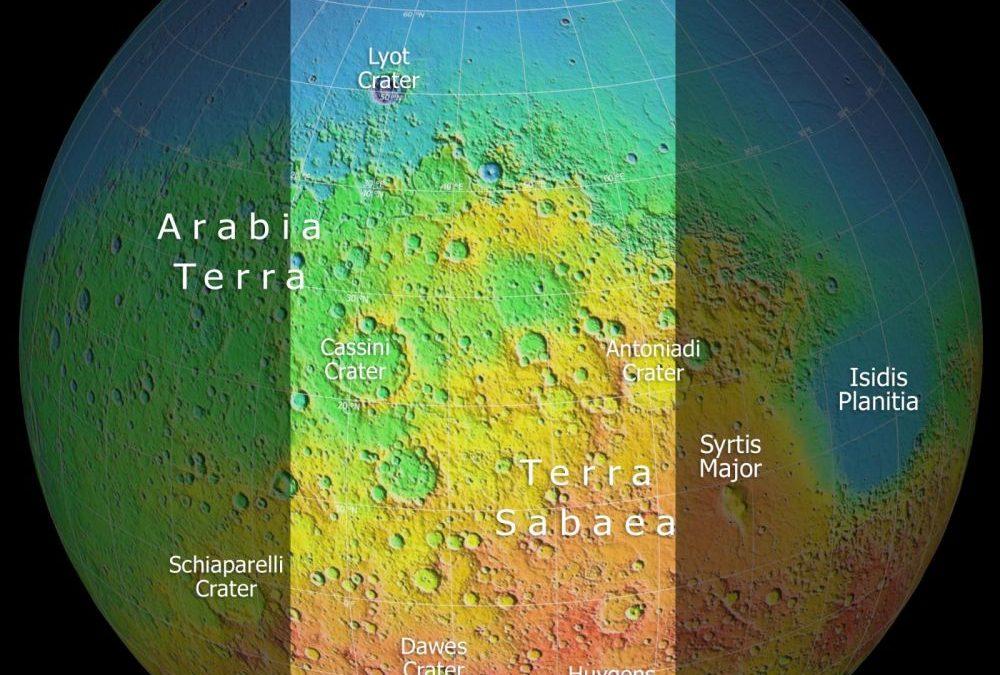 Mars : une vue des nuages jusqu'aux cratères des déserts