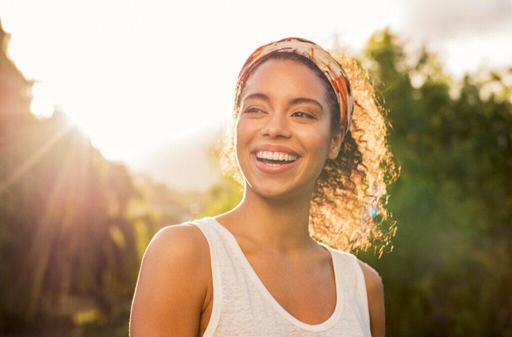 Personnes ayant une haute estime de soi : 7 caractéristiques psychologiques